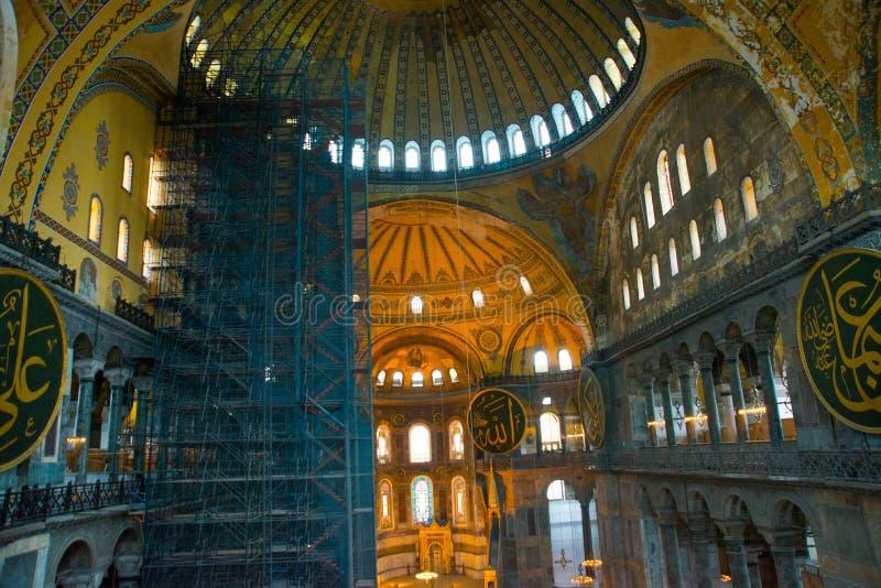 ISTAMBUL, Turquia: Interior do Hagia Sofia Mosque em Istambul, Turquia Hagia Sophia é basílica patriarcal ortodoxo anterior, fotos de stock