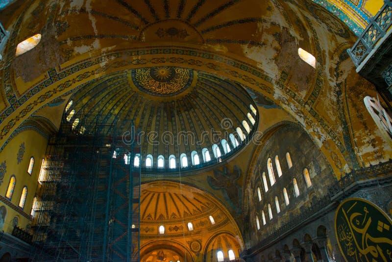 ISTAMBUL, Turquia: Interior do Hagia Sofia Mosque em Istambul, Turquia Hagia Sophia é basílica patriarcal ortodoxo anterior, imagens de stock royalty free