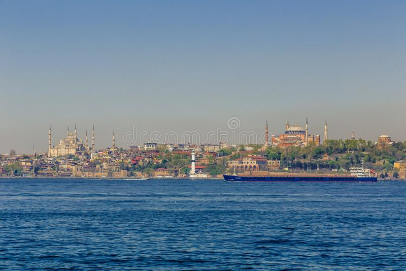 Istambul, Turquia, o 9 de abril de 2013: Mesquita azul e Hagia Sophia foto de stock