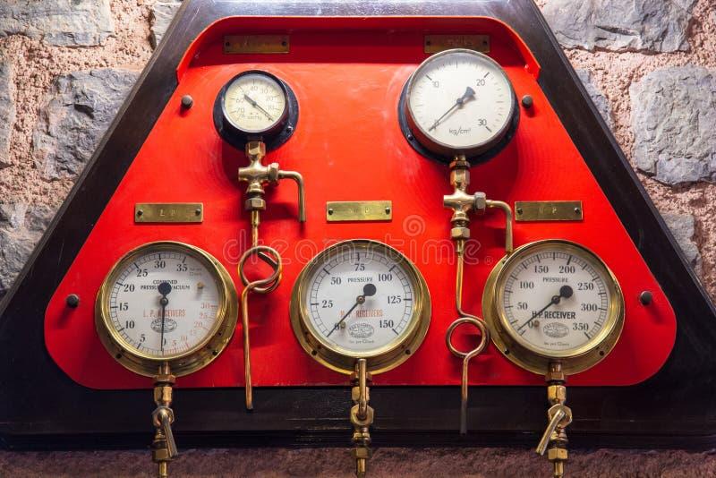 Istambul, Turquia, o 23 de março de 2019: Equipamento da ferramenta do calibre de pressão, calibre de pressão em um regulador do  foto de stock