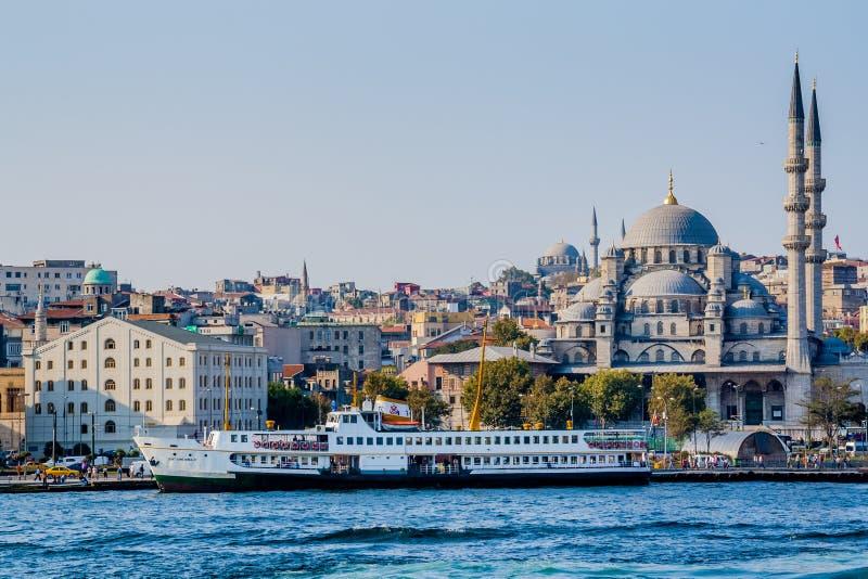 Istambul, Turquia, o 8 de outubro de 2011: Yeni Camii New Mosque imagens de stock royalty free