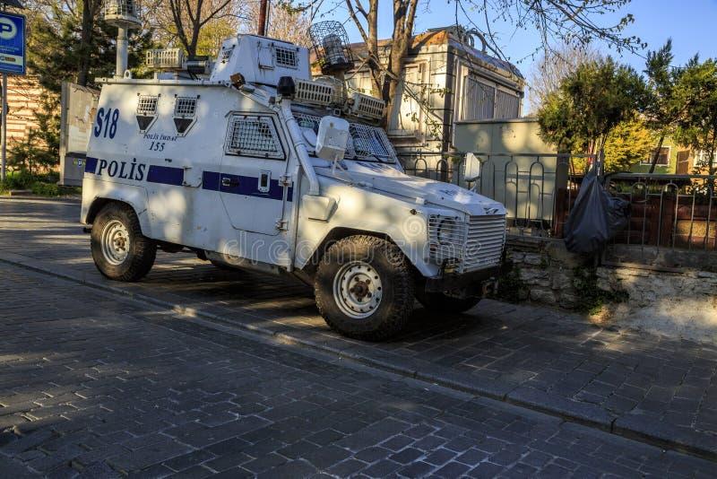 ISTAMBUL, TURQUIA - 04 03 2019: Um carro de polícia blindado em t Esquadra no centro de Istambul fotos de stock royalty free