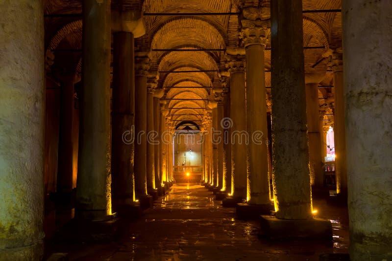 Istanboel, Turkije - Augustus, 2018: Ondergronds Basiliekreservoir Yerebatan Sarnici in Istanboel, Turkije Beroemde toeristenplaa stock fotografie