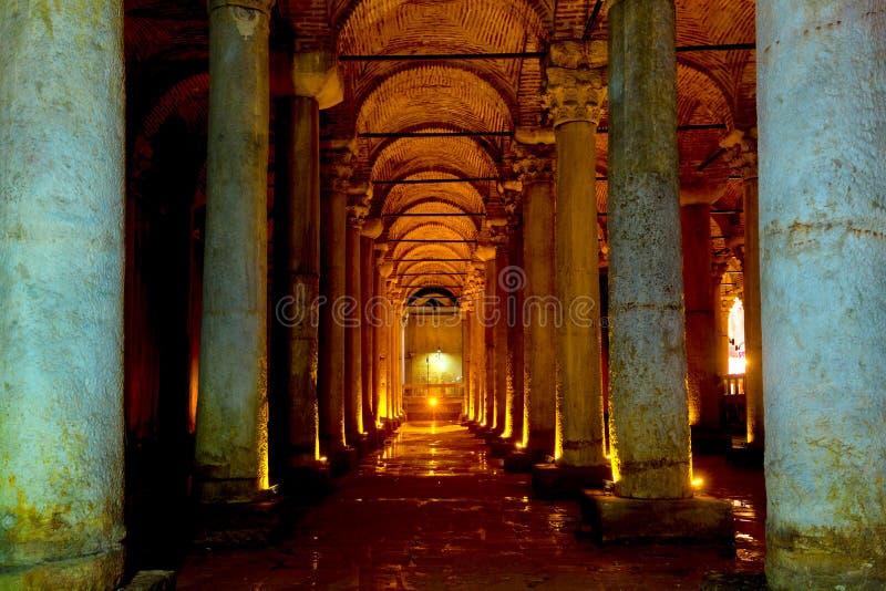 Istanboel, Turkije - Augustus, 2018: Ondergronds Basiliekreservoir Yerebatan Sarnici in Istanboel, Turkije Beroemde toeristenplaa stock foto