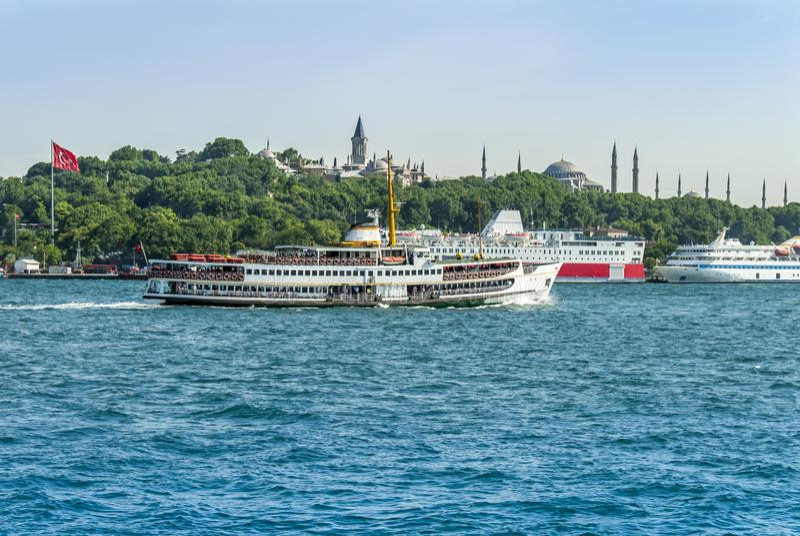 Istanboel, Turkije, 11 Juni 2007: Schepen voor de Topkapi-Pa stock foto