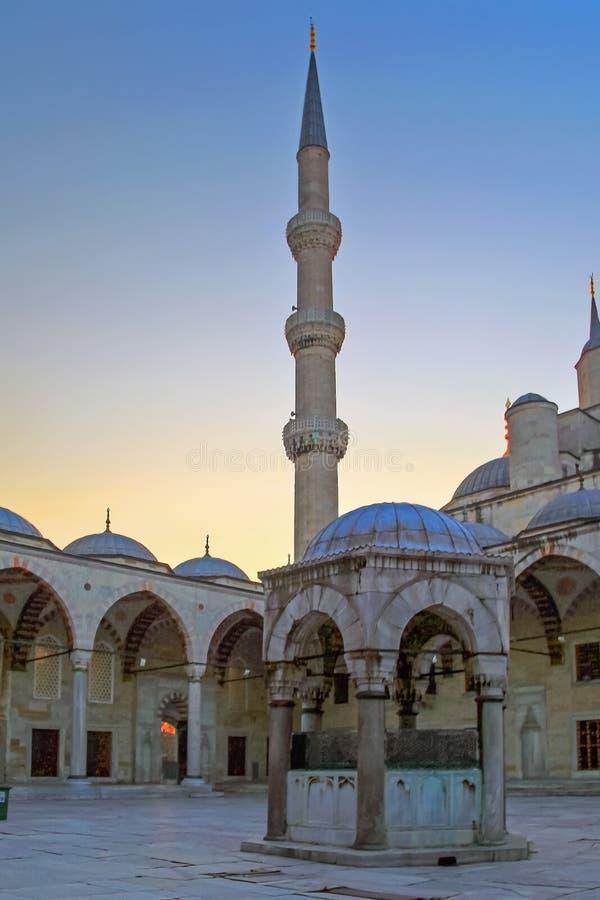ISTANBOEL, TURKIJE - MAART 24, 2012: De Blauwe Moskee in ochtendlicht royalty-vrije stock foto