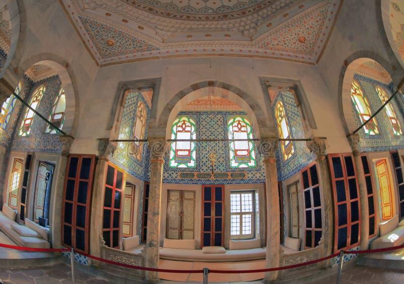 ISTANBOEL, TURKIJE - MAART 24, 2012: Topkapipaleis, binnenlands van bibliotheek royalty-vrije stock foto's