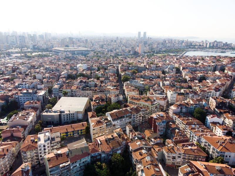 Istanboel, Turkije - Mei 23, 2018: Luchthommelmening van Ongeplande Urbanisatie Istanboel Kadikoy stock afbeelding