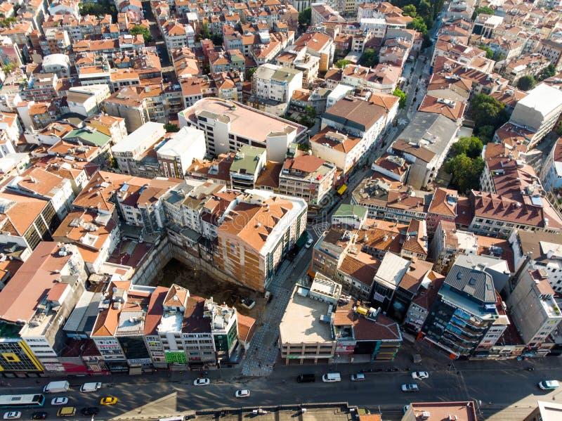 Istanboel, Turkije - Mei 23, 2018: Luchthommelmening van Ongeplande Urbanisatie Istanboel Kadikoy royalty-vrije stock foto