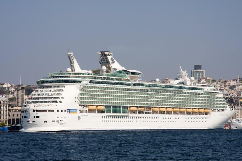 ISTANBOEL, TURKIJE - OCT ACHTSTE: De zeeman van het cruiseschip van het Overzees stock afbeeldingen