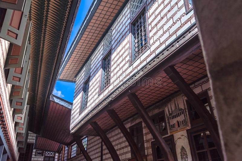 Istanboel, Turkije, 22 September, 2018: Weergeven van de voorgevel van een gebouw in de tweede binnenplaats van het Topkapi-Palei royalty-vrije stock afbeeldingen