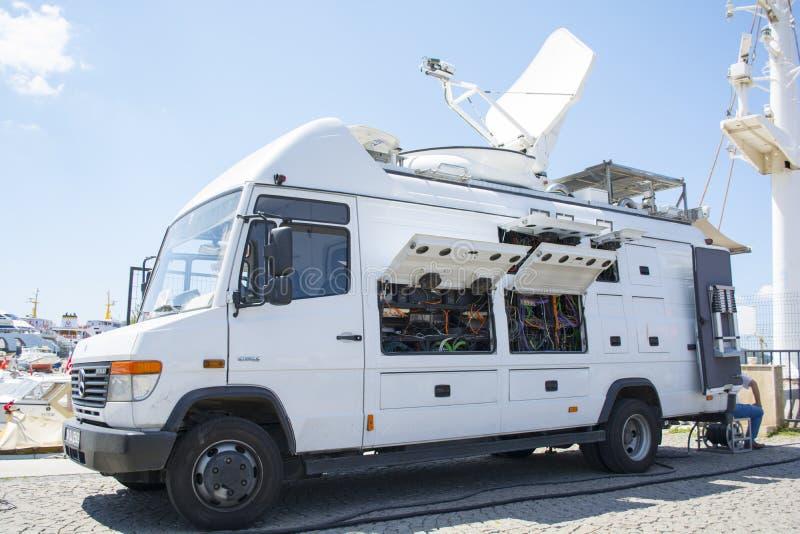 ISTANBOEL, TURKIJE - TRT-de Vrachtwagen van het WERELDnieuws - Televisienetwerk - de Bestelwagen van het Uitzendingsnieuws - 08 A stock afbeeldingen