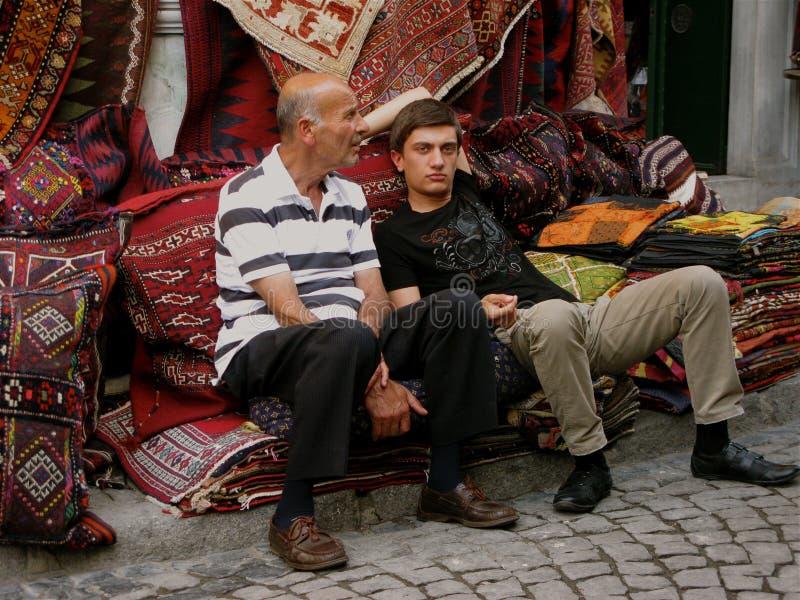 Istanbuł bazaru dywanika Indyczy Uroczyści handlarzi fotografia royalty free