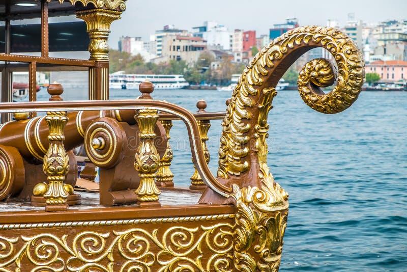 Istanbuł Galata jedzenia łodzie obrazy royalty free