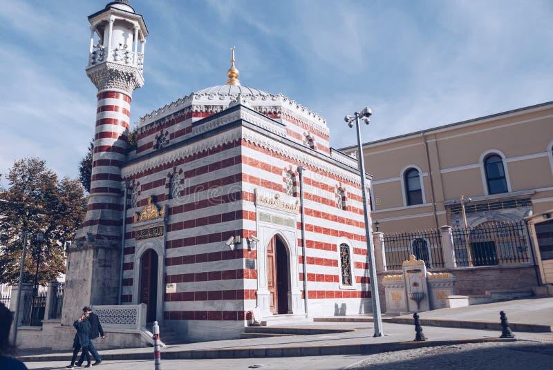 Istanbuł indyczy Listopad 2018 - mały meczet blisko rządzącego pałac fotografia stock