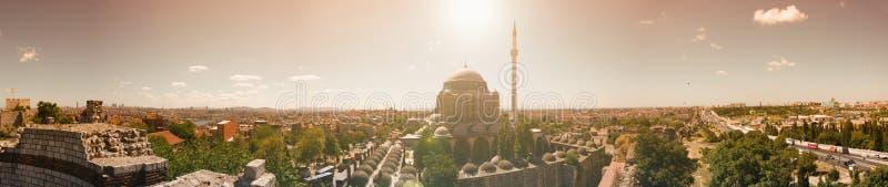 Istanbuł panorama z Mihrimah meczetem przy centrum obraz stock