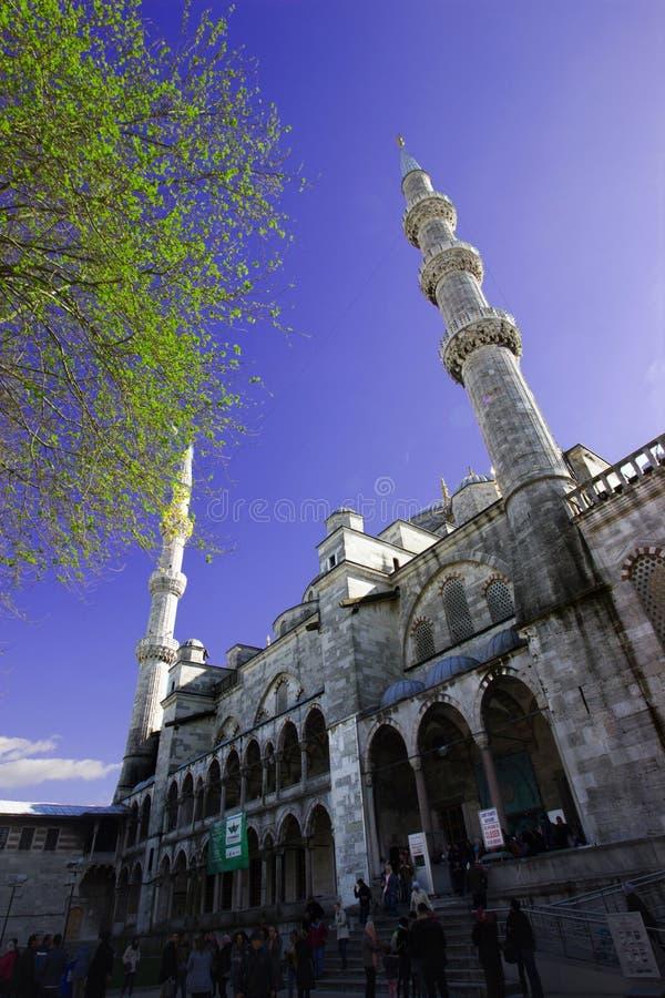 Istanbuł, sułtan Ahmet, Turcja 19/ 04 2019: Wiosna czas w sułtanu Ahmet meczecie, miejsce przeznaczenia obraz stock
