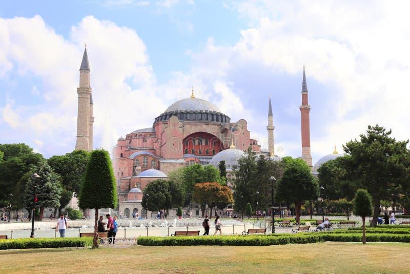 ISTANBUŁ, TURCJA - 10 CZERWIEC, 2019: Hagia Sophia minarety i kopuły fotografia stock