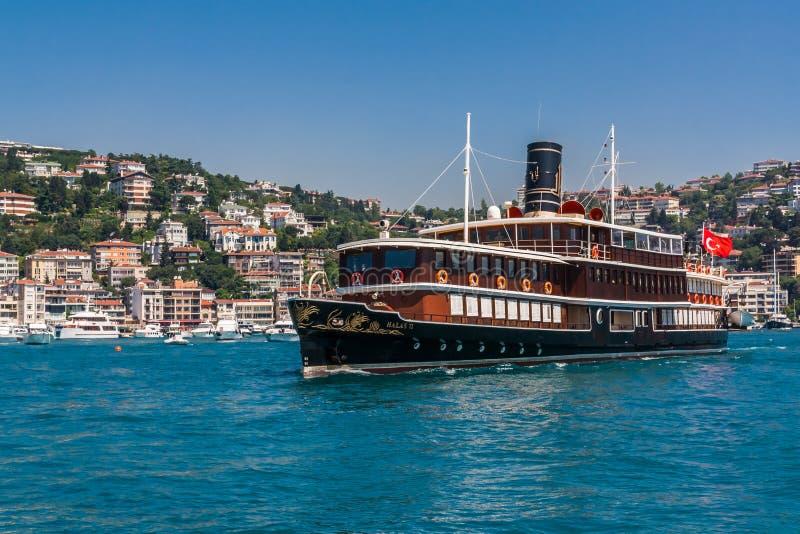 Istanbuł, Turcja, Czerwiec 12, 2012: Halas 71, luksusowy krążownik obraz royalty free