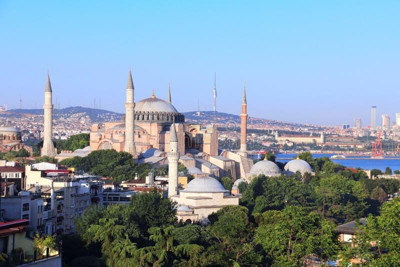 ISTANBUŁ, TURCJA - 8 CZERWIEC, 2019: Widok z lotu ptaka Hagia Sophia minarety i kopuły zdjęcie royalty free