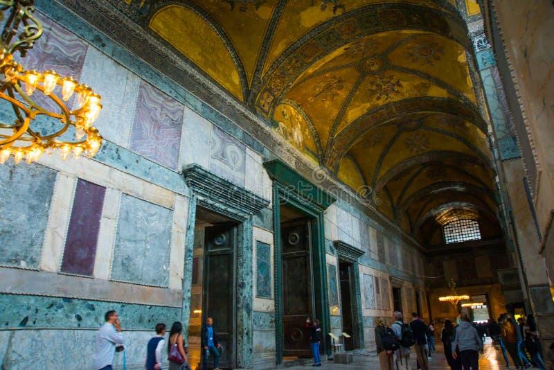 ISTANBUŁ, TURCJA: Hagia Sophia wnętrze Ozłacać i ornament na suficie Hagia Sophia jest wielkim zabytkiem Bizantyjski obrazy stock