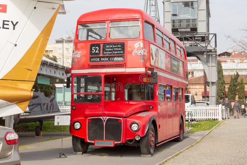 Istanbuł, Turcja, 23 Marzec 2019: Klasyczny dwoistego decker autobus w Rahmi M Koc Przemys?owy muzeum Tradycyjny czerwony autobus zdjęcie royalty free