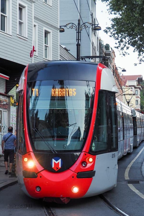 ISTANBUŁ TURCJA, SIERPIEŃ, - 21, 2018: nowożytny tramwaju sposób transport Istanbuł zdjęcie stock
