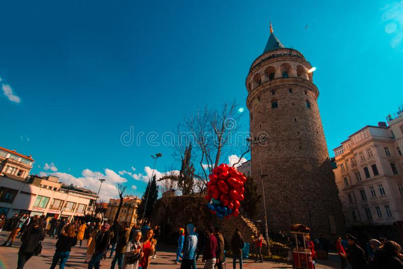 Istanbul, Beyoglu/die Türkei 03 04 2019: Galata-Turm, Frühlings-Zeit, schöner Himmel lizenzfreie stockfotografie