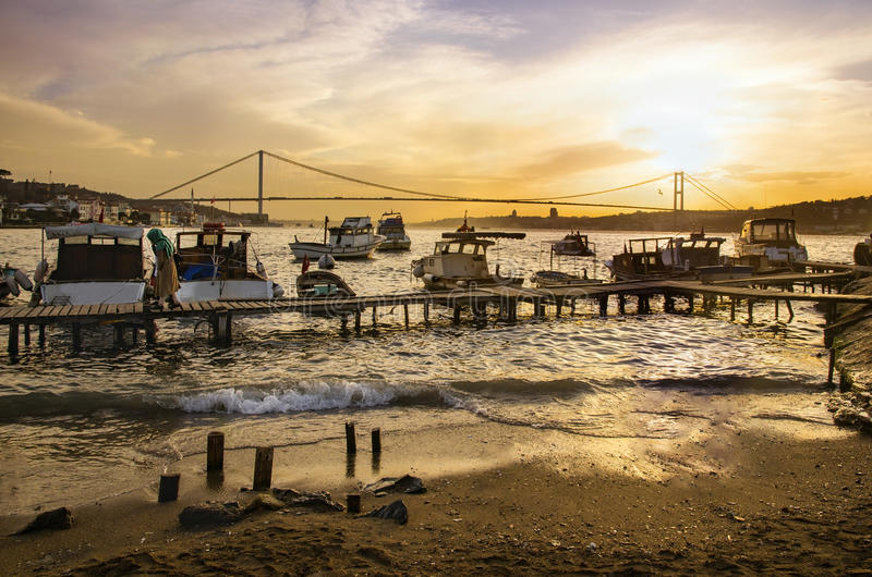 Istanbul Bosphorus solnedgångkust arkivfoton