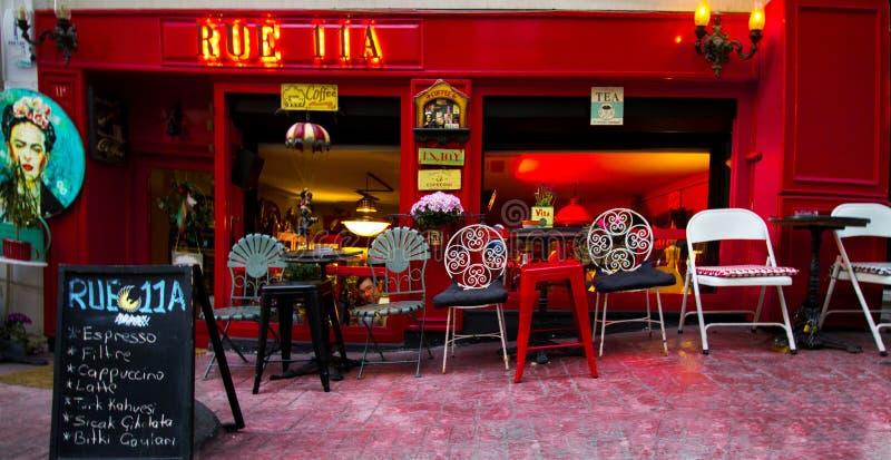Istanbul Cihangir/Turkiet 04 04 2019 - Coffee shop i Turkiet med ett fantastisk begrepp och design arkivfoto