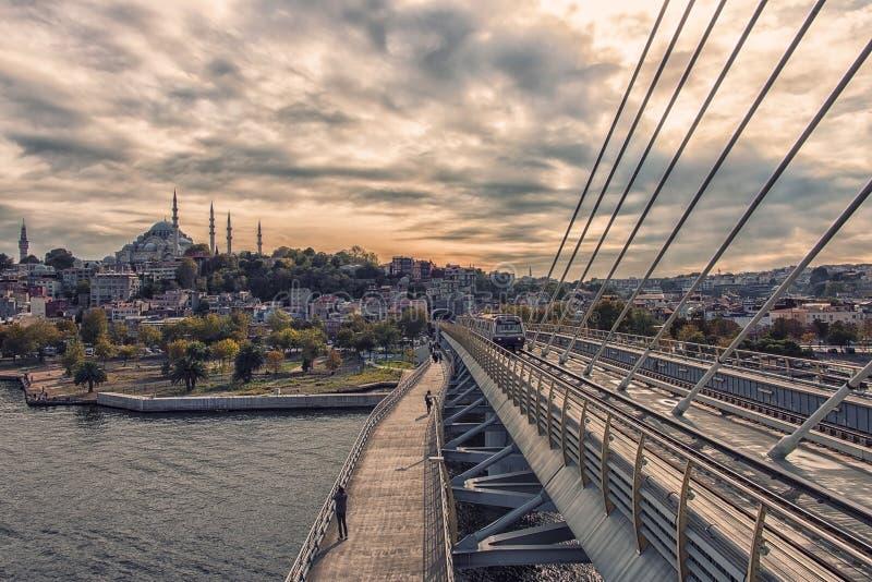 Istanbul cityscape på solnedgång fotografering för bildbyråer