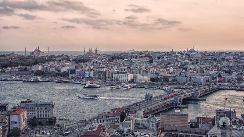 Istanbul cityscape på solnedgången royaltyfria bilder