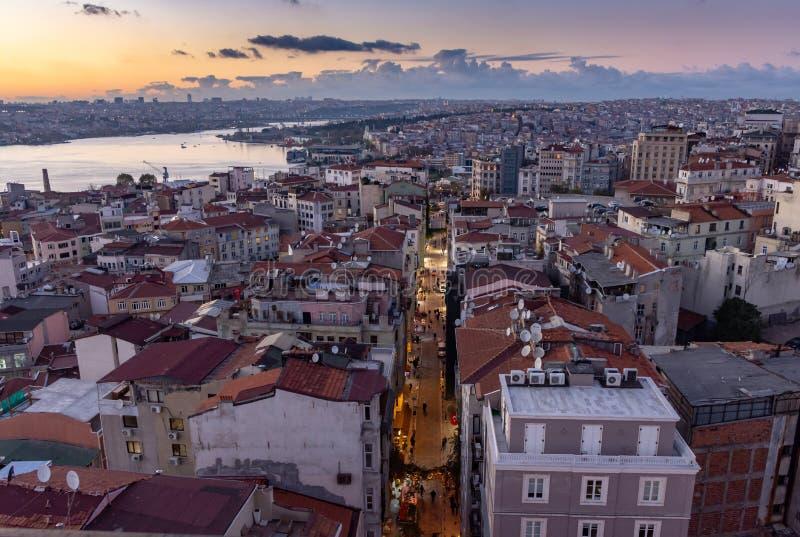 Istanbul, die Türkei 12-November-2018 Bosphorus-Fluss und Galata-Turmbezirk nach Sonnenuntergang lizenzfreies stockbild