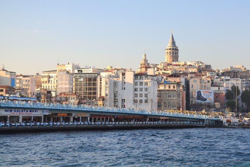 Istanbul Galata bro och - torn arkivfoto