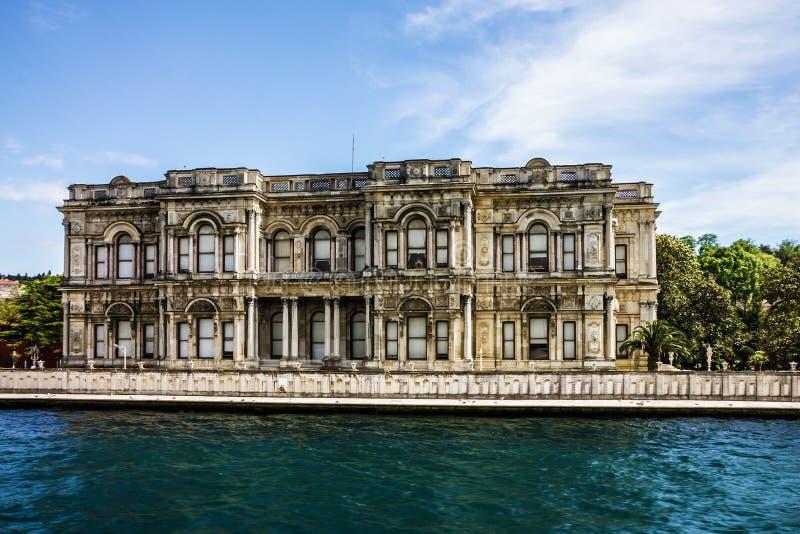 Istanbul gränsmärke i den Turkiet - Dolmabahce slotten royaltyfria foton