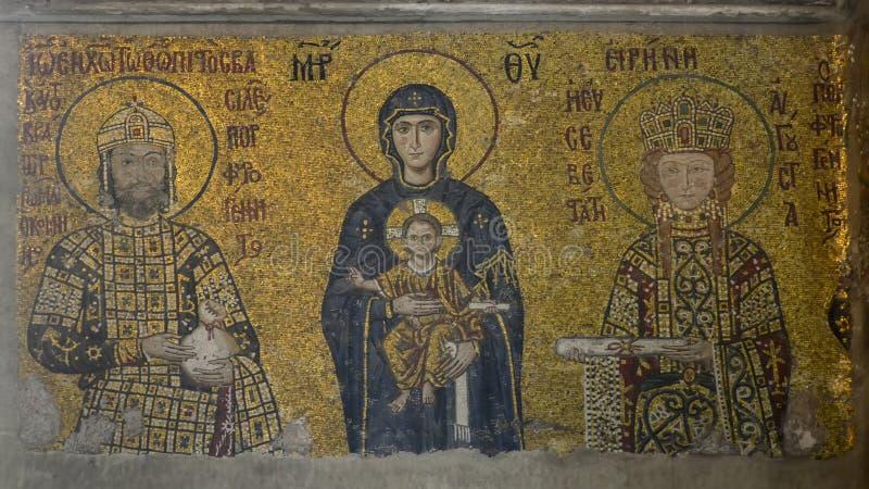Istanbul, Hagia Sophia Mosaik, das Jungfrau Maria mit Jesus in ihren Armen, in Kaiser Johannes II. und in Kaiserin Irene darstell lizenzfreie stockbilder