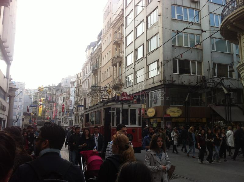 Istanbul Istiklal im April 2014 stockbilder