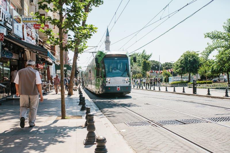 Istanbul, am 16. Juni 2017: Moderner türkischer overground Metrozug lizenzfreie stockfotos