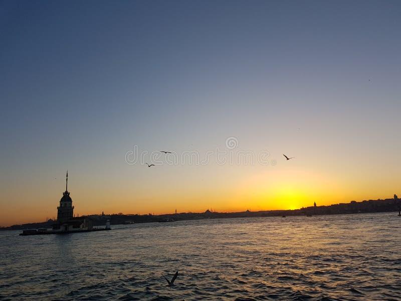 Istanbul-kiz kulesi Truthahn-Sonnenscheinturm des Liebe Aufstiegs-Wassers stockfotografie