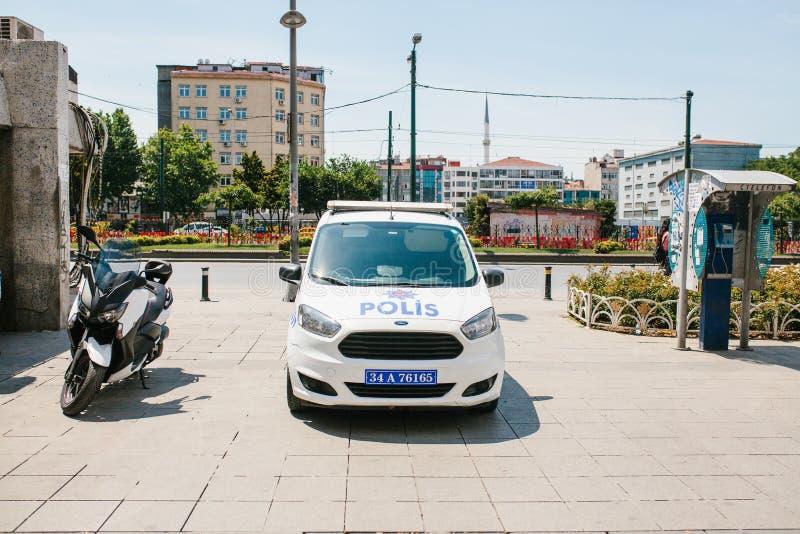 Istanbul, le 11 juillet 2017 : Une voiture de police sur la rue dans la région d'Aksaray à Istanbul, Turquie Protection d'ordre p photo stock