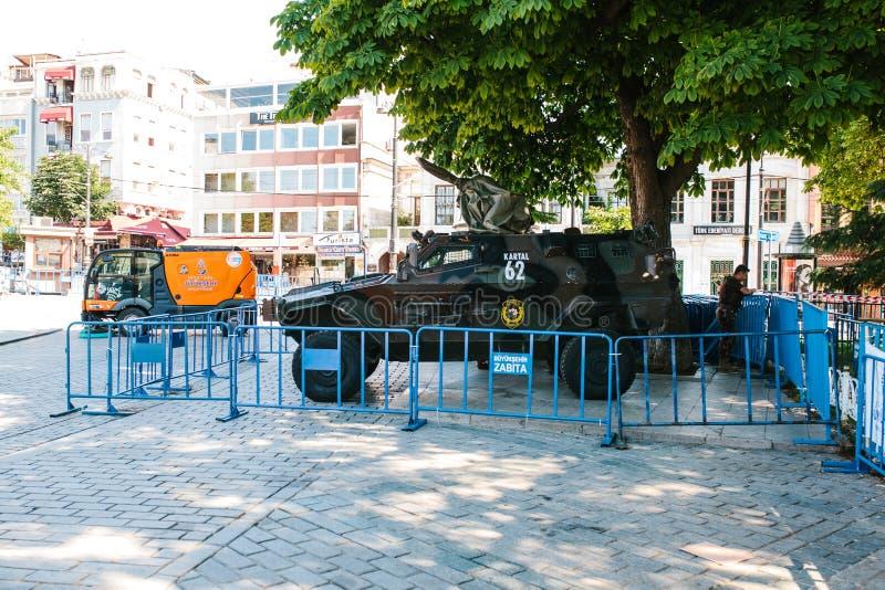 Istanbul, le 15 juillet 2017 : Véhicule militaire dans la place de Sultanahmet à Istanbul Renforcement des mesures de sécurité pe images stock