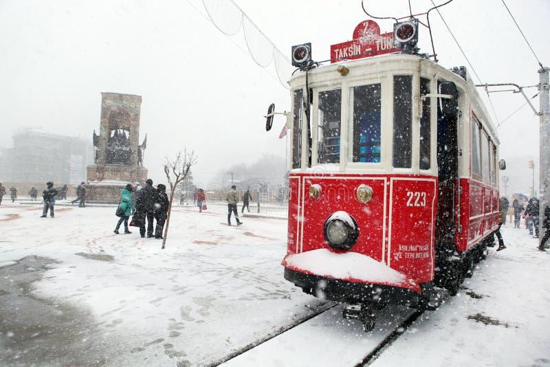Istanbul på en snöig dag arkivfoton