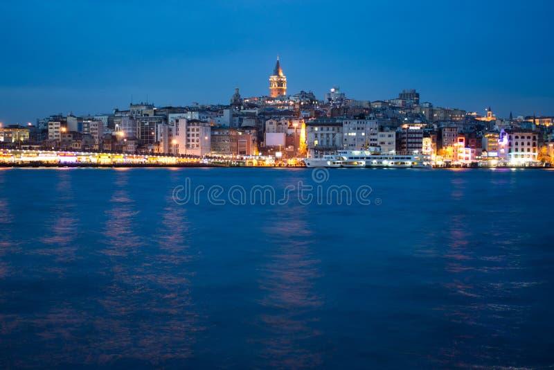 Istanbul på skymningen royaltyfria bilder