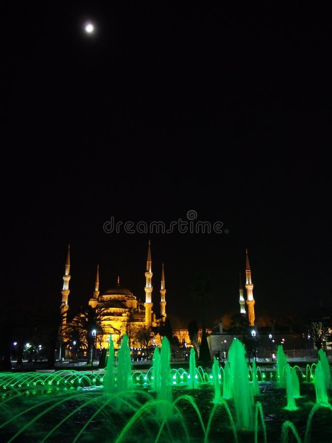 Istanbul-Stadt Sultan Ahmed Mosque und Mondnachtstraßenfoto lizenzfreie stockfotografie