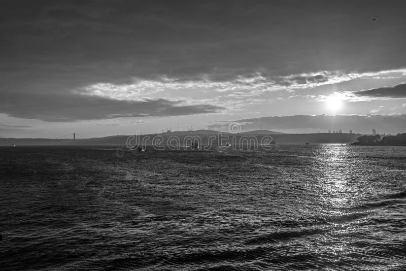 Istanbul-Stadt und -Dampfschiff lizenzfreies stockfoto