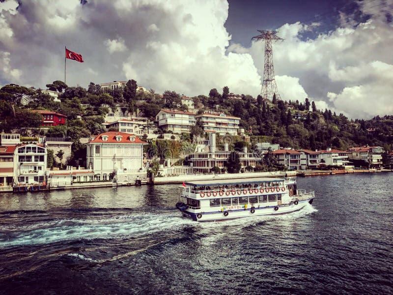 Istanbul-Straße bosphorus Ausflugschiffs-Bootstruthahn stockfotografie