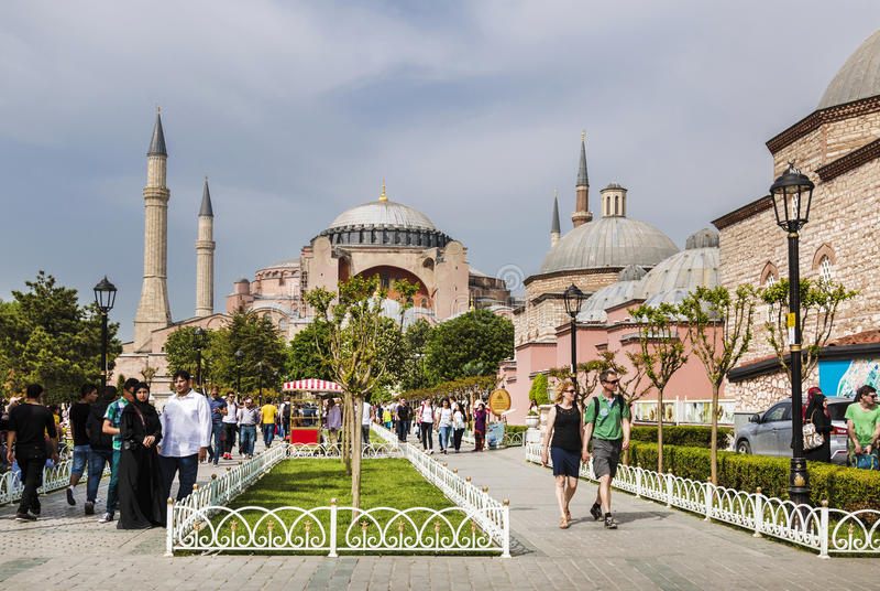 Istanbul Sultanahmet fyrkant med sikter av Hagiaen Sophia arkivbild