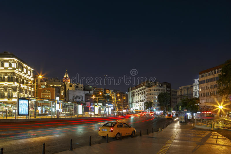 ISTANBUL TURKIET, AUGUSTI 24, 2015: Galata område, Galata torn royaltyfri fotografi