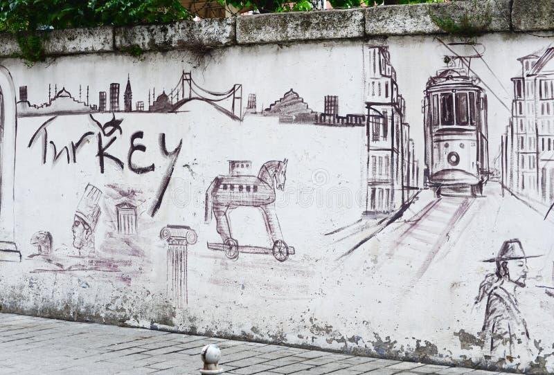 Istanbul TURKIET, September 25, 2018 Grafitti med symboler av Istanbul för grafittigata för konst färgrik räknad vägg arkivbilder