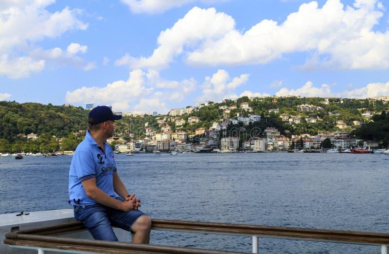 ISTANBUL, TURQUIE - 24 août 2015 : Voyageur non défini d'homme, Istanbul photographie stock